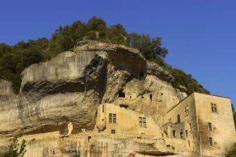 Dramatic rock faces in Les Eyzies village