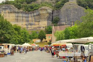 Relais Roches - Les Eyzies - Brocante 1st weekend in July